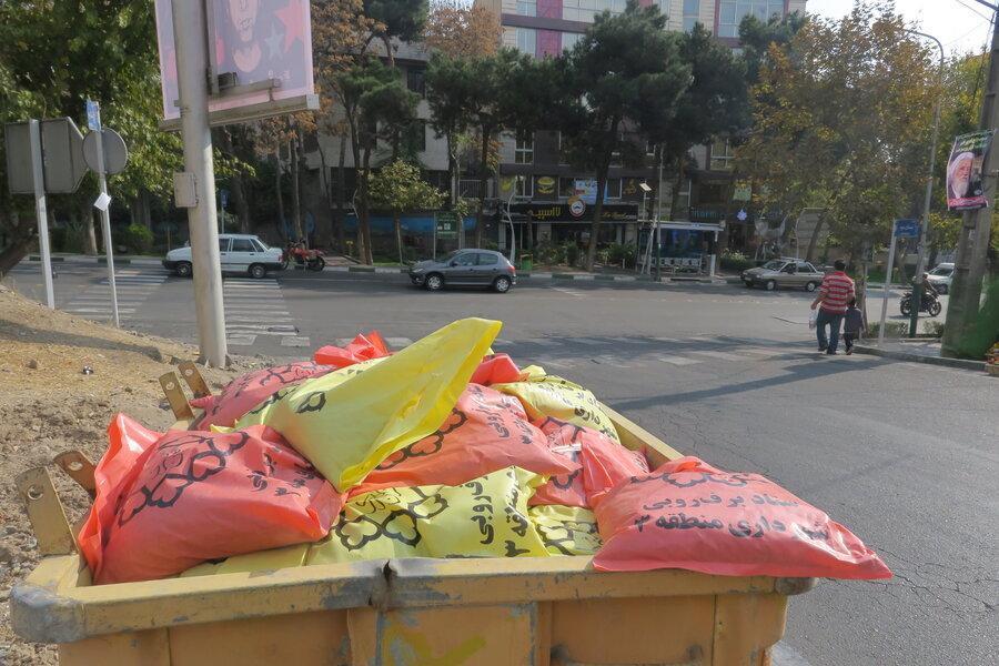 تدارک کیسه های شن برای مقابله با آبگرفتگی