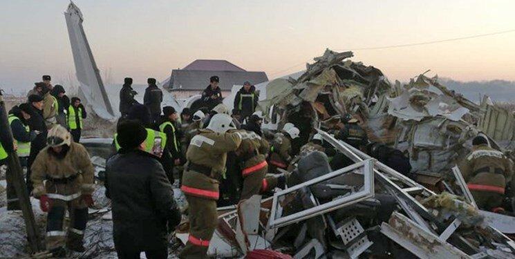 تصاویر و جزئیات سقوط هواپیمای مسافربری در قزاقستان با 100 سرنشین