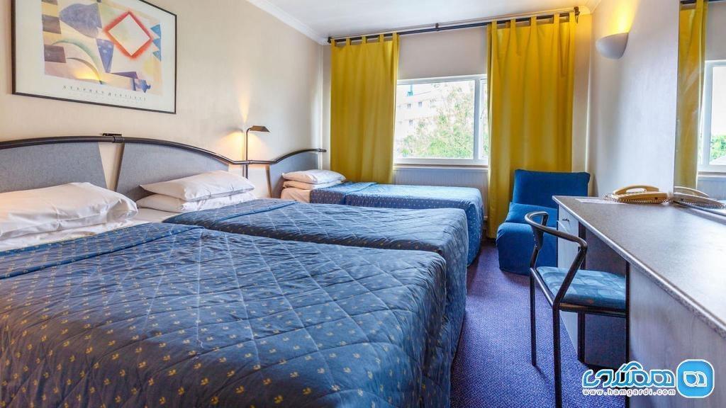 مقایسه رزرو آنلاین و حضوری هتل ، کدامیک بهتر است؟