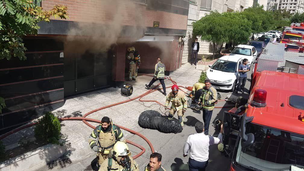 خبرنگاران 16 نفر در حادثه آتش سوزی سعادت آباد نجات یافتند