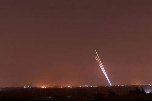 خبرنگاران اصابت 3 موشک حوالی پایگاه نظامی البلد در عراق
