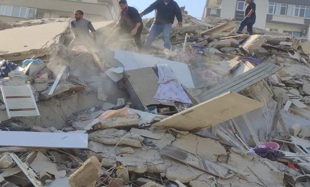 زلزله ازمیر ترکیه 6 کشته و 202 زخمی برجای گذاشت