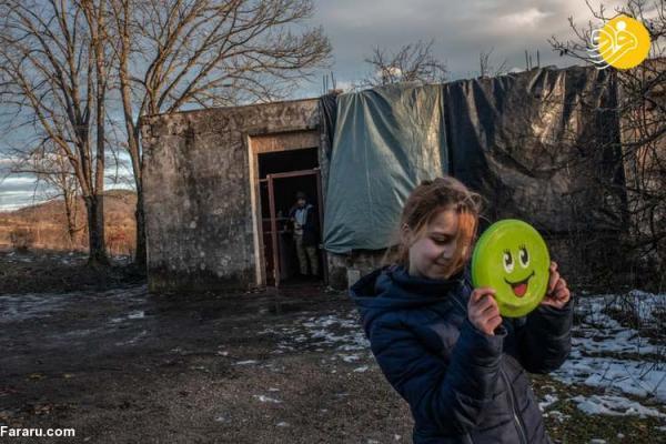 (تصاویر) کوشش ناامیدانه خانواده مهاجر افغان برای رسیدن به قلب اروپا