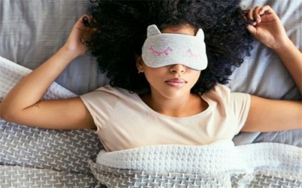 اشتباهات خطرناکی که در زمان خواب موجب پیری زودرس می گردد