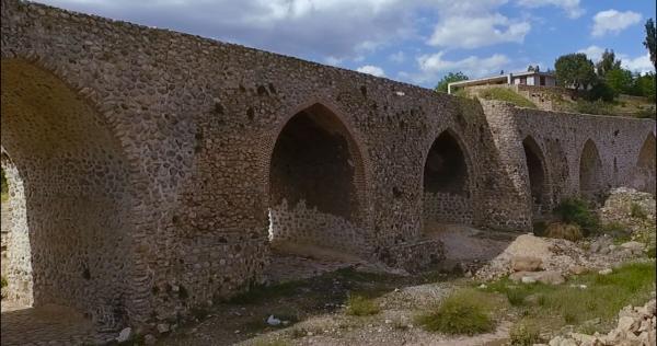 شروع بازسازی پل تاریخی سی پله کوهدشت