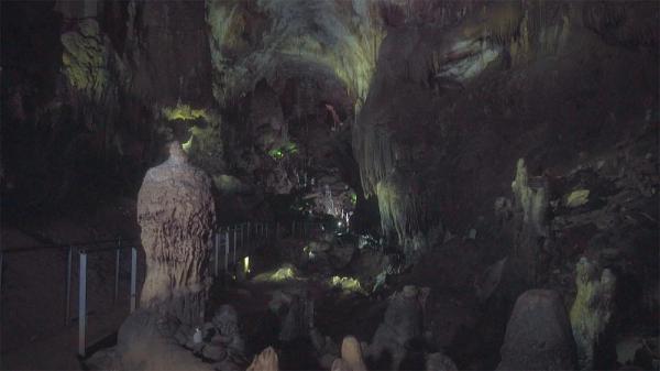 کارت پستال از گرجستان؛ سفر به هزارتوی غار پرومته
